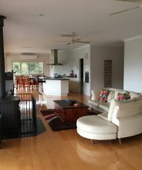 Lake Eildon Holiday Rentals & Services